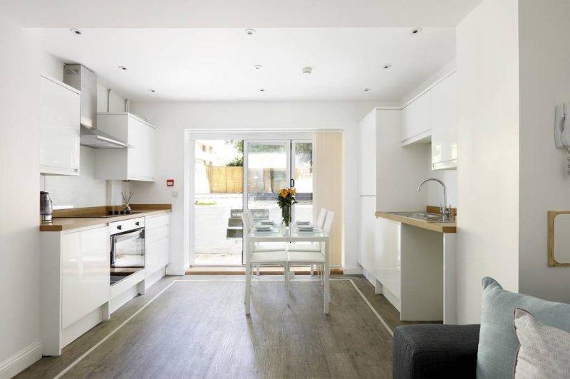 Modern contemporary 2 bedroom garden flat brighton hove - 2 bedroom flats to rent in brighton ...