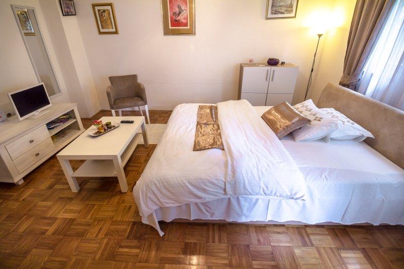 Apartments Barby - Studio, holiday rental in Banja Luka