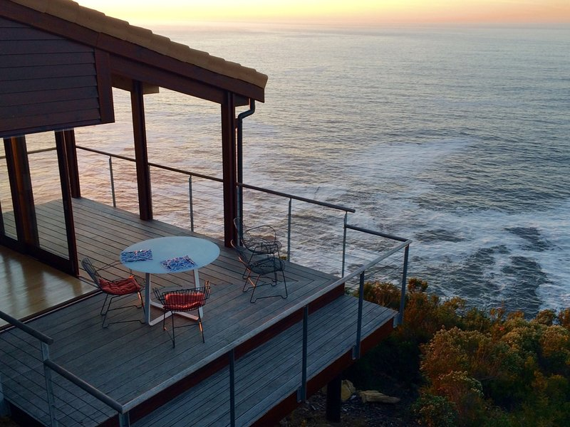 Cliff Top Houses: The Bee's Knees, Ballots Nature Reserve, endless ocean views, casa vacanza a Wilderness