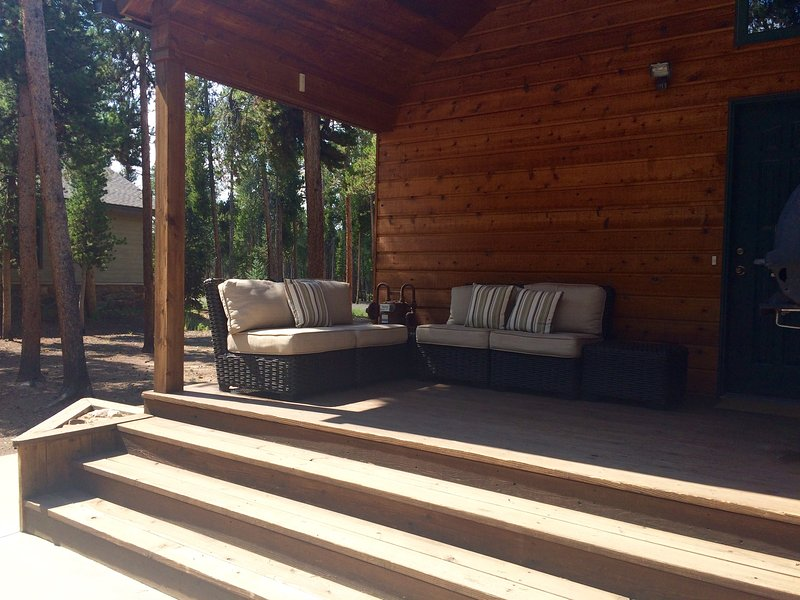 Lounge area on back deck with gas BBQ