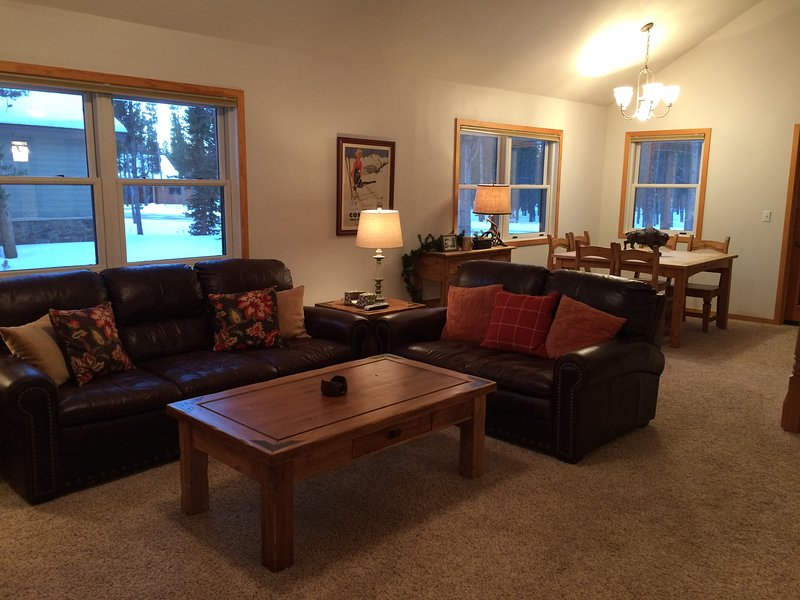 Living area with dining for 8