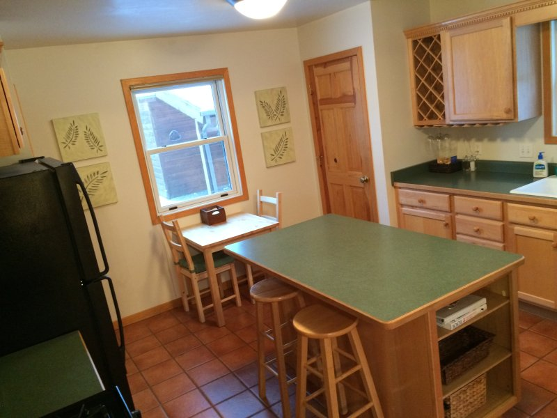 Eat-in kitchen for 4.