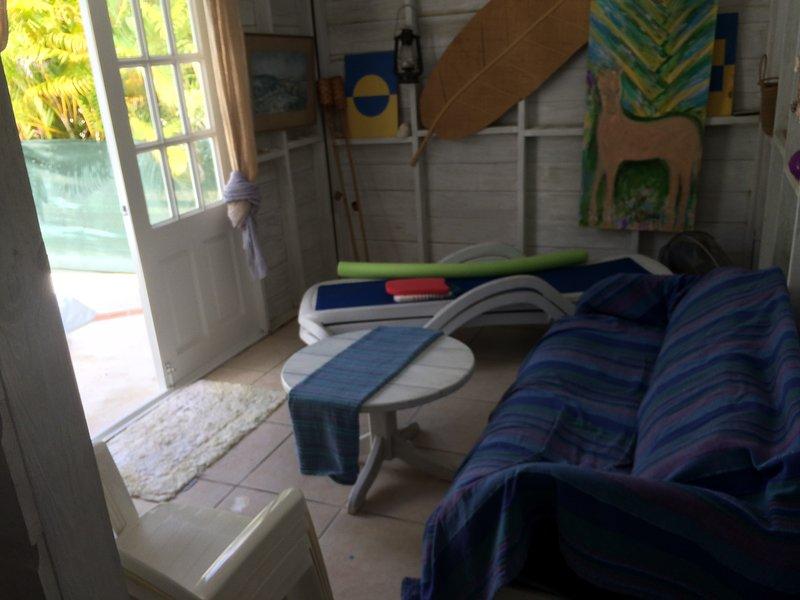 In het poolhouse -