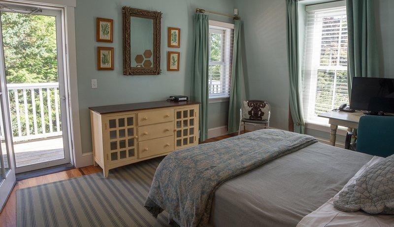 Master queen bedroom