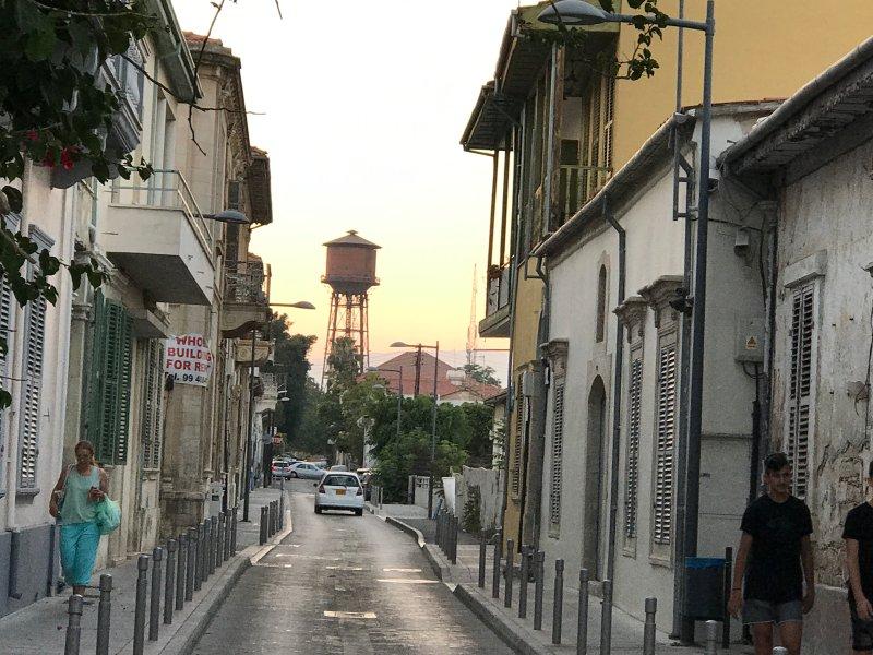 Irini Straße und Wasserturm Blick