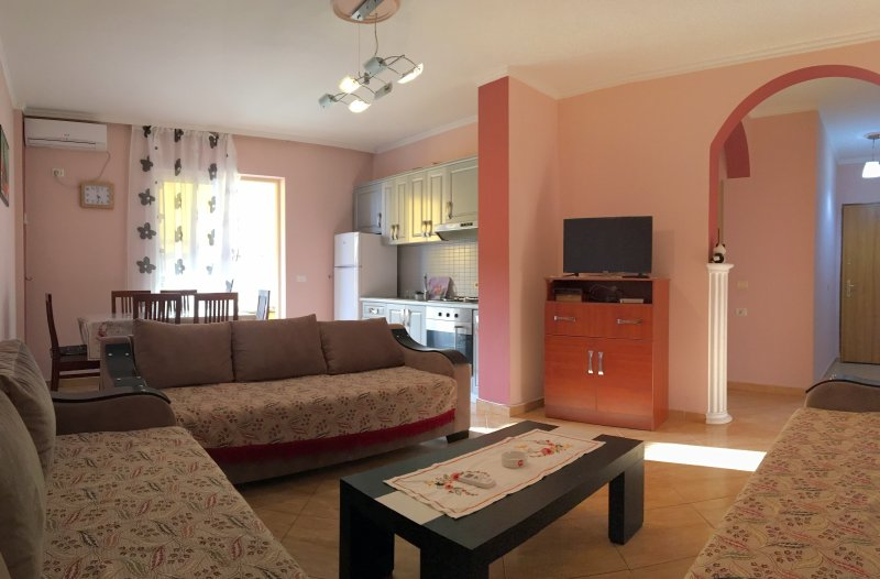 Comfortable apartment next to the beach, holiday rental in Durres
