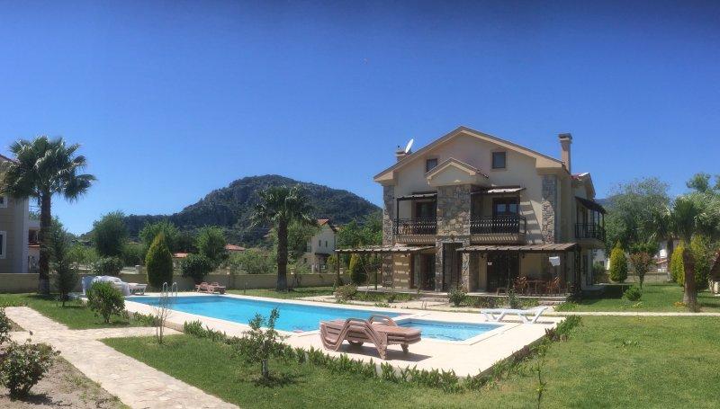 Amplio Duplex de 3 dormitorios con piscina compartida, los niños de la piscina ya la montaña