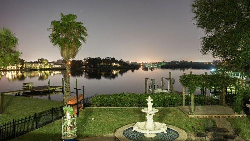 Spacious Waterfront Home - 4BR/4BA, sleeps 8, Pool, Private Dock, Pool Table, alquiler de vacaciones en Tarpon Springs