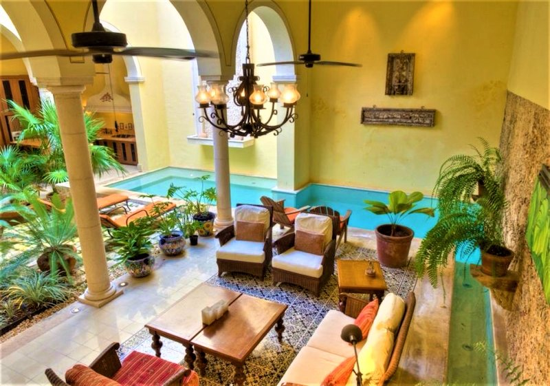 VILLA ROMANTICA. A TRUE COLONIAL MASTERPIECE.  NEAR TO RESTAURANTS AND MUSEUMS, vacation rental in Merida