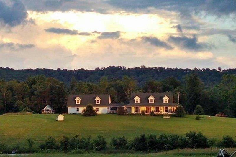 Selah Farms B&B, holiday rental in Sale Creek