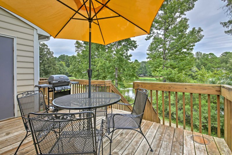 Grab your loved ones and escape to this charming 2-bedroom, 2.5-bath townhome.