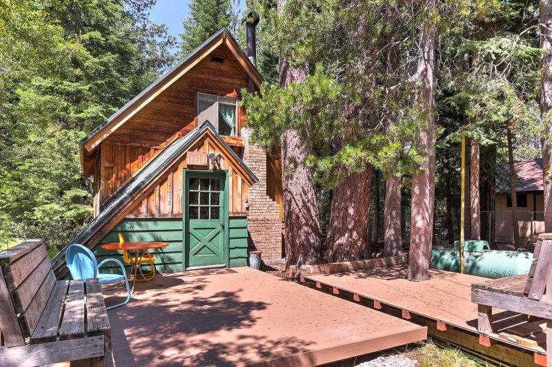 Escape to this 2-bedroom, 1.5-bath vacation rental cabin in Tahoma.