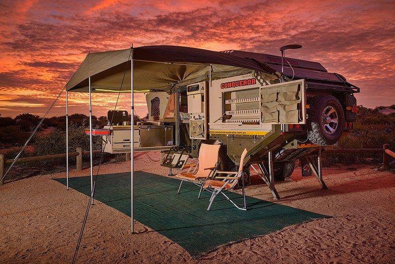 Ajuste básico - toldo frente, malha chão e 2 cadeiras de campismo [Localização: Cape Range National Park]