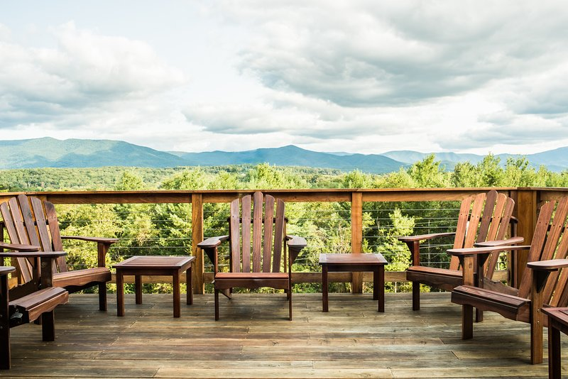 Modern Mid Century Home + National Park Mountain Views + Shenandoah River, holiday rental in Bentonville