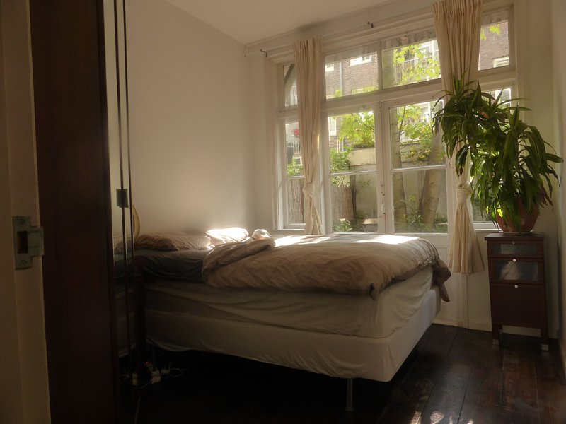 tranquil central apartment with garden, holiday rental in Duivendrecht