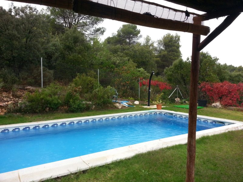 Casa rural en zona de bosque y lagos con piscina privada a 97 km de Madrid, vacation rental in Estremera