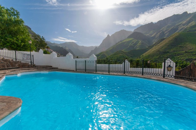 Large holiday home with private pool in Agaete, holiday rental in Agaete
