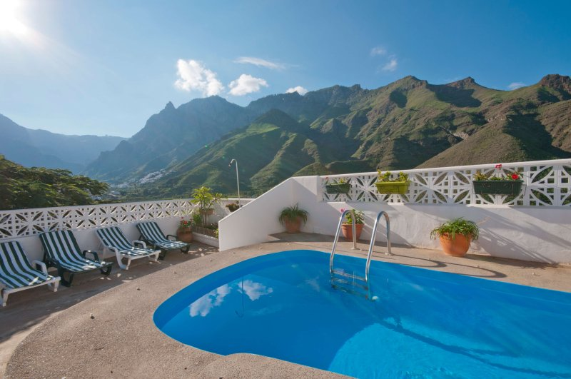 Holiday cottage with private pool in Agaete, holiday rental in Agaete