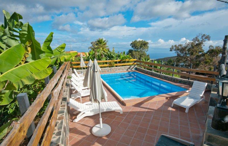Great holiday home with private pool in Arucas, aluguéis de temporada em Arucas