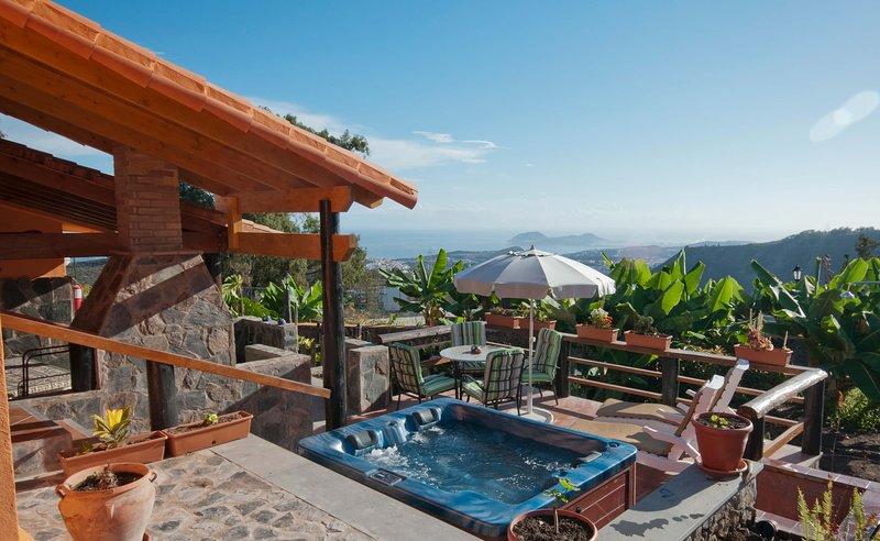 Holiday home with jacuzzi in Arucas, aluguéis de temporada em Arucas