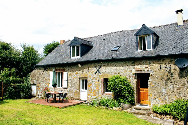 4 Bedroom rural Gite near Bais in Mayenne, France, holiday rental in Torce-Viviers- en-Charnie