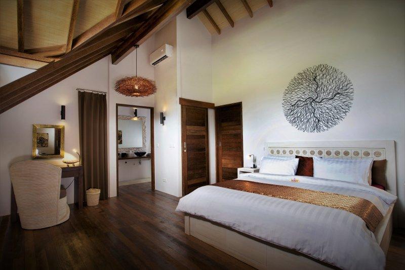 El dormitorio principal Villa Leo con cuarto de baño