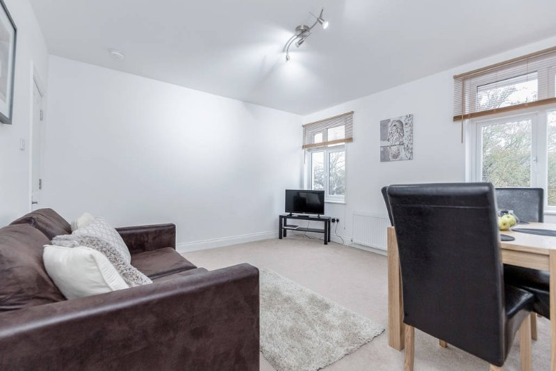 ❤️Royal  Apartments - Heathrow: Apt No3❤️Key Workers Only, holiday rental in Ickenham