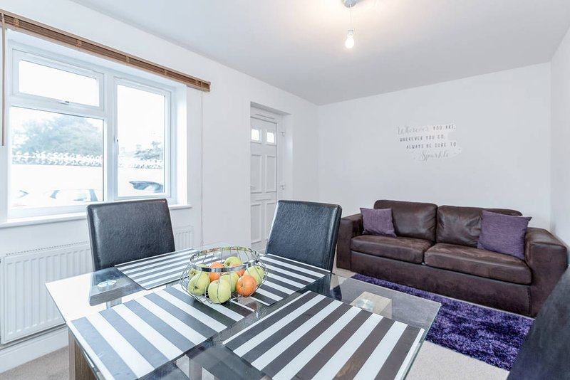❤️Royal Apartments - Heathrow: Apt No4 ❤️Key Workers Only, holiday rental in Ickenham