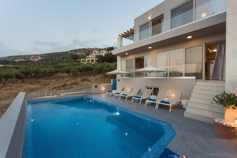 Luxury,private pool, sea view, modern,ideal for groups, vacation rental in Kavousi