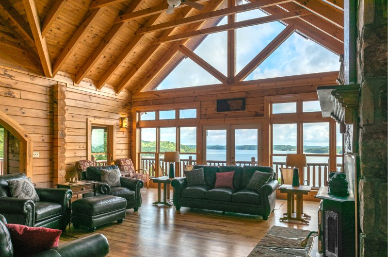 Luxurious 6-Bedroom Lake-front Cabin near the Smoky Mountains Sleeps up to 16, holiday rental in Newport