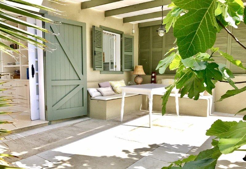 Sonnige Terrasse mit sehr schönem Blick auf den Pool, tropischen Garten, Atlantik Meer und die Bergen!