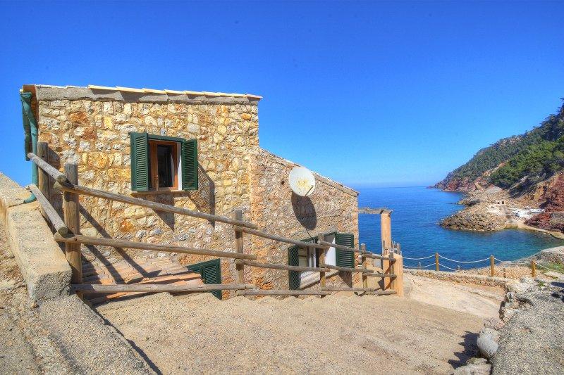 Cala Estellencs House with breathtaking sea views, location de vacances à Estellencs