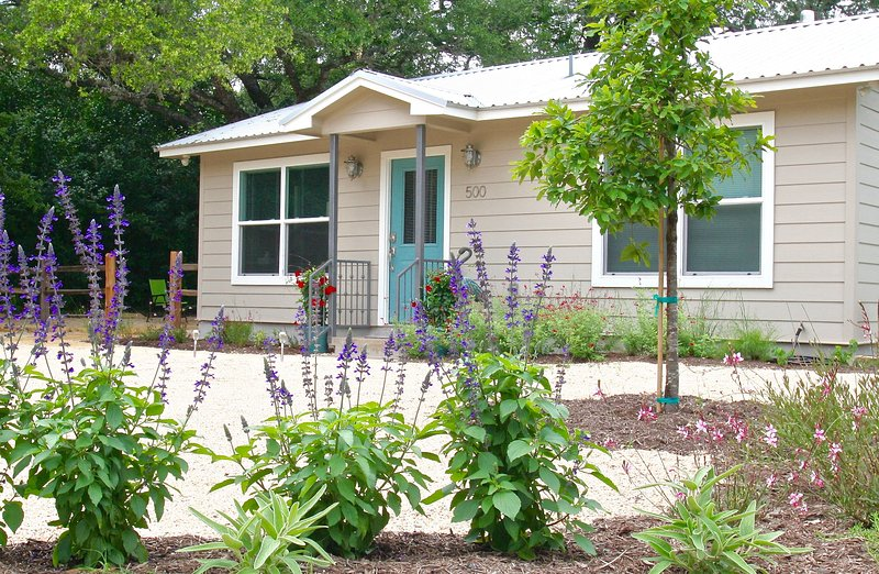 Enjoy our Country Cottage surrounded with Texas beauty