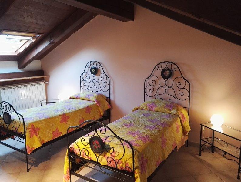 B&B Al Bricco - Orange room, vacation rental in Cantarana