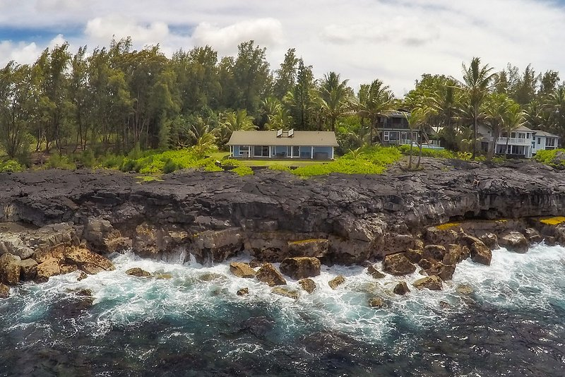 Oceanfront Aloha House, holiday rental in Keaau