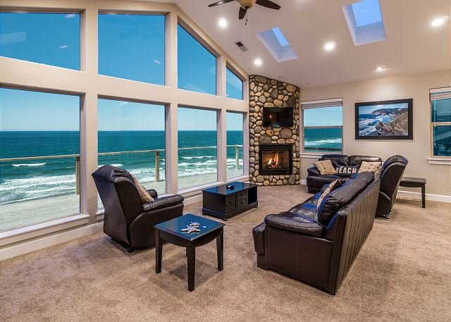 Discover Pacific Breeze, Lincoln City's Ideal Oceanfront Vacation Home!, location de vacances à Lincoln City
