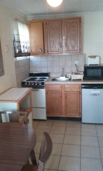 One Bdrm Apartment #D, one block from beach, boardwalk and convention center, casa vacanza a Wildwood