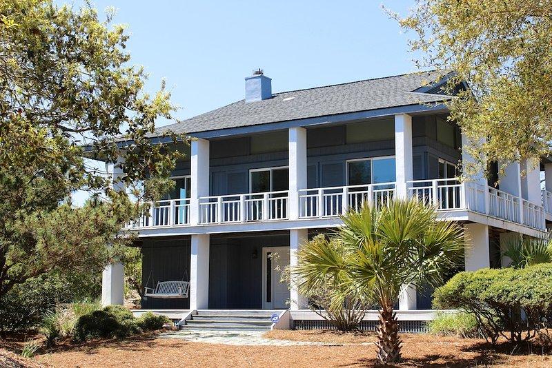 Cette maison de 5 BR est en face de Boardwalk 3A et offre une vue sur le golf!