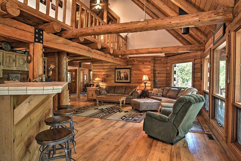 'The Cownie Lodge' es una cabaña de alquiler de vacaciones en Edgemont con 3 dormitorios y 3.5 baños.