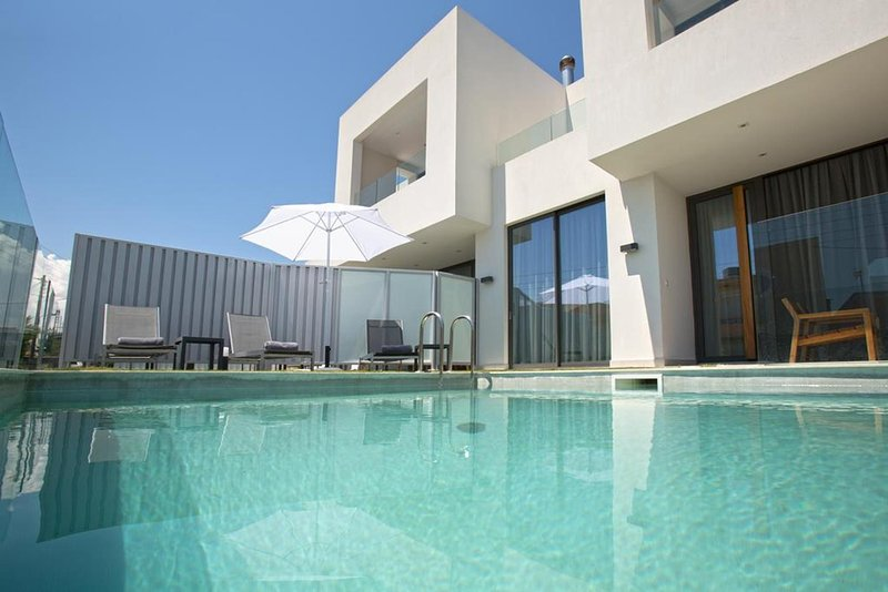Poem 8BR Luxury Villa, 150m From Kalamaki Beach, Chania, holiday rental in Kalamaki