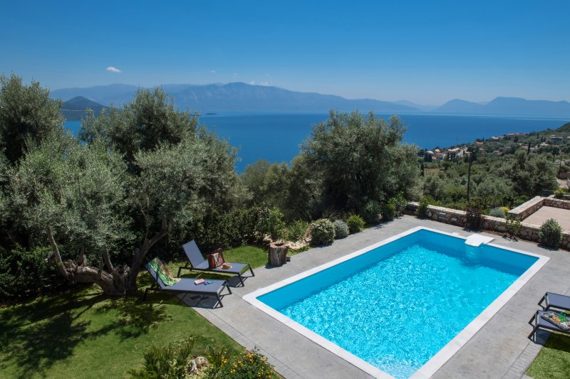 Maroon Pearl with Private Pool, holiday rental in Ellomenos
