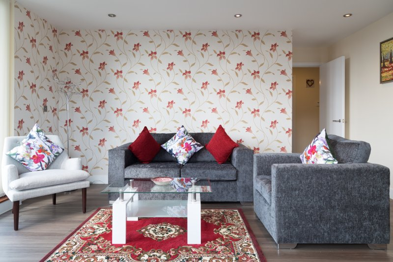 Modern Penthouse 2 mins walk to Station with Terrace & Parking & Sleeps 6, holiday rental in Shepreth