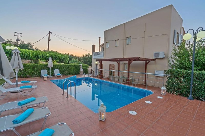 Majestic I Seaview Villa, Agia Marina Chania, location de vacances à Agia Marina
