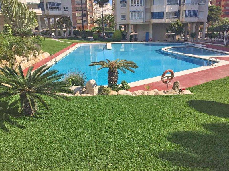 Appartement avec piscine, jardin et tennis. Appartement en état avec piscine, jardin