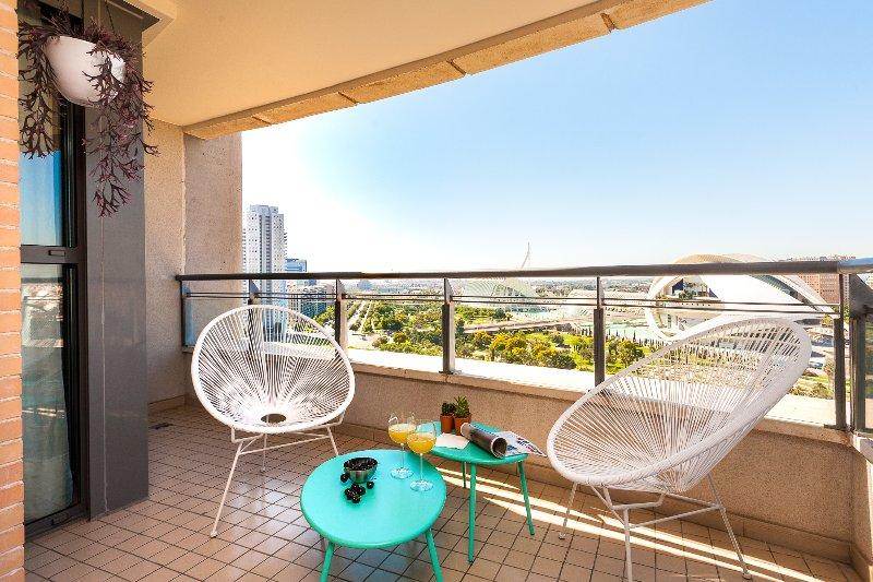 ApartUP Green Opera Views. WiFi + Pool + Pk + AACC, holiday rental in Rugat