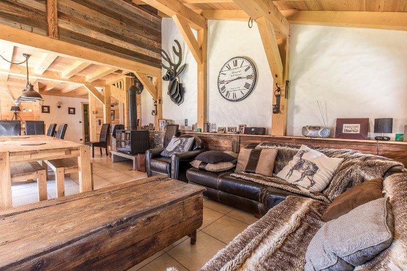 Gîtes de 13 personnes dans un magnifique chalet Savoyard, location de vacances à Hauteluce
