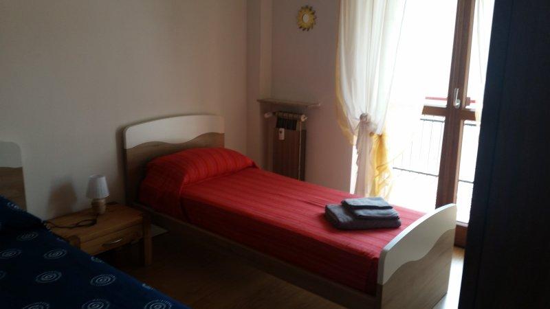 una de las camas individuales dormitorio