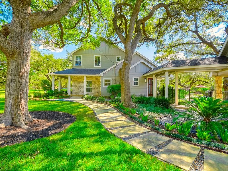 Tree,Building,Cottage,Yard,Vegetation