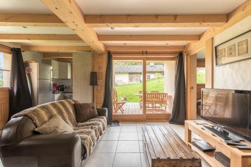 Gîtes de 6 personnes dans un magnifique Chalet Savoyard, holiday rental in Hauteluce