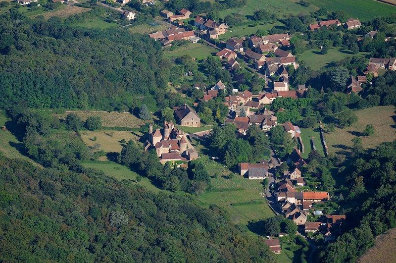 La aldea de Balleure alrededor del Castillo.